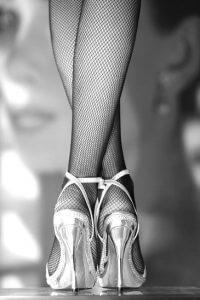 tangó cipő lábak