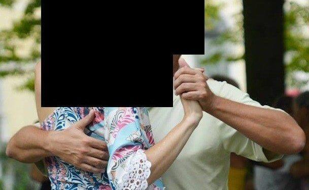 Le bras gauche du leader dans le tango – l'étreinte dangereuse!