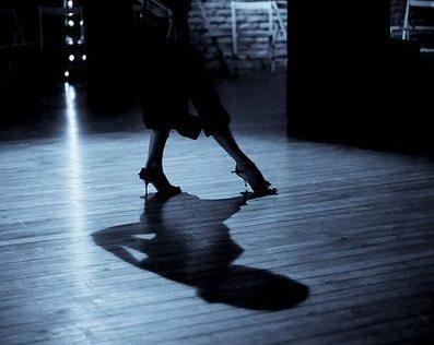 Las bases del tango argentino: el ocho adelante
