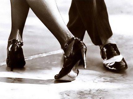 Basics of Argentine tango: backward ocho