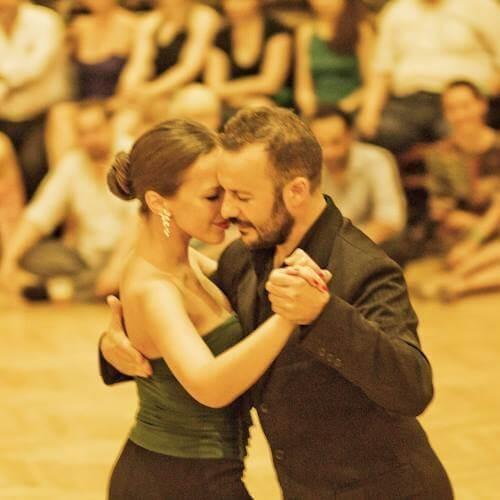 Hogyan fejlődjek az argentin tangóban?