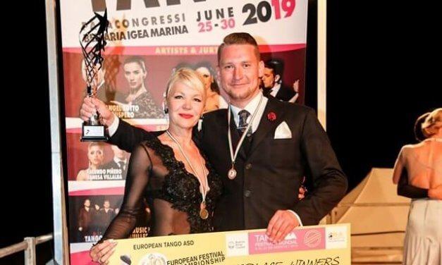 2019-ben Európában is megtörtént az, ami a tangó világbajnokságon, a döntetlen eredmény miatt újra kellett táncolnia a két legjobbnak.