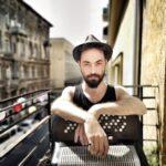 Műsorajánló: Zsivágó online I. /// zenél Móser Ádám – tangóharmónika & tangó