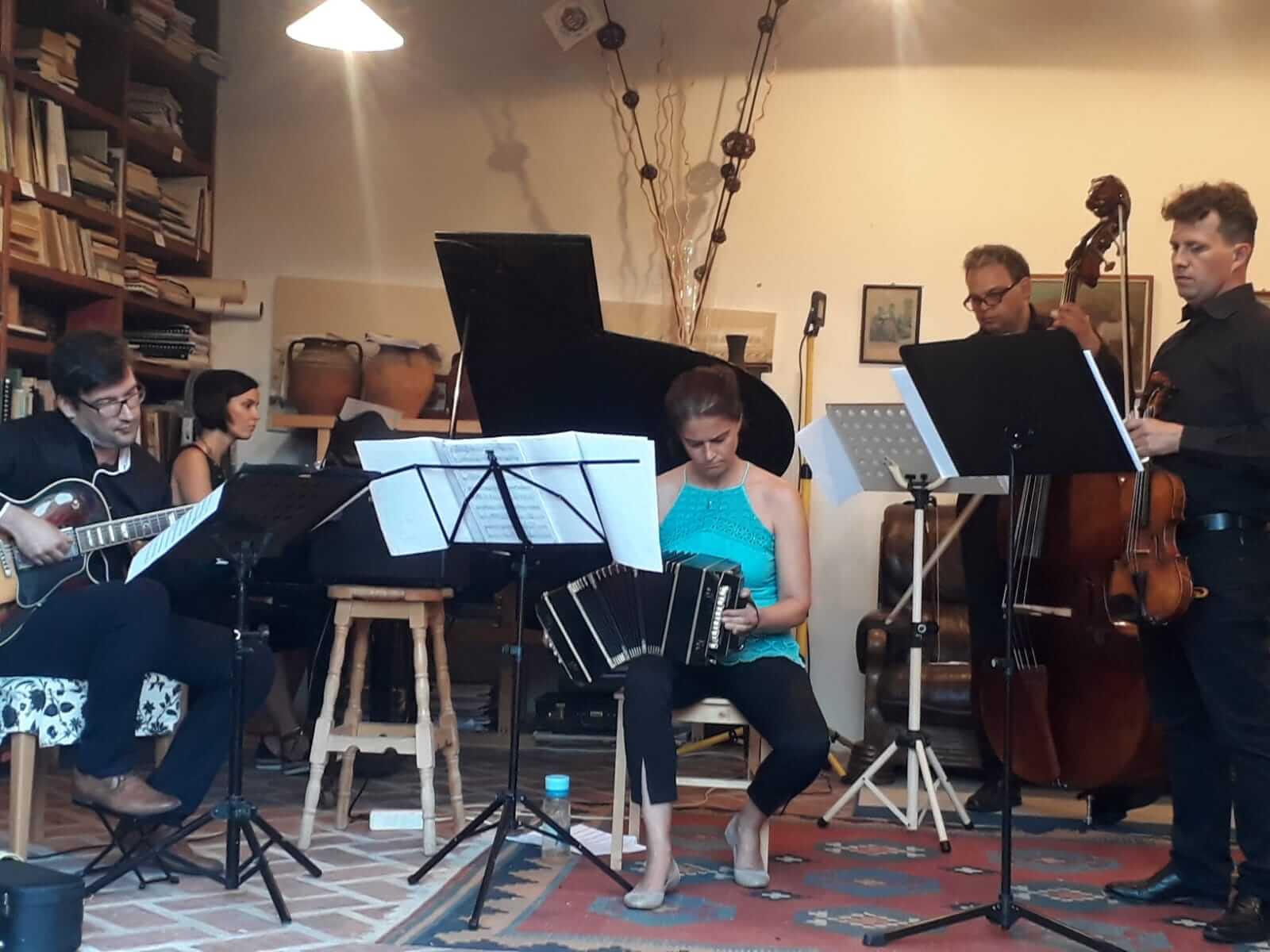 Voros-Eszter-Tango-Company-Proba2